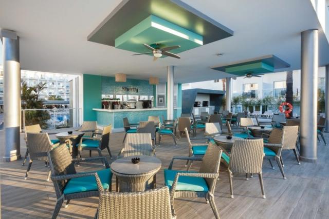 RIU Costa del Sol - bar pri bazéne