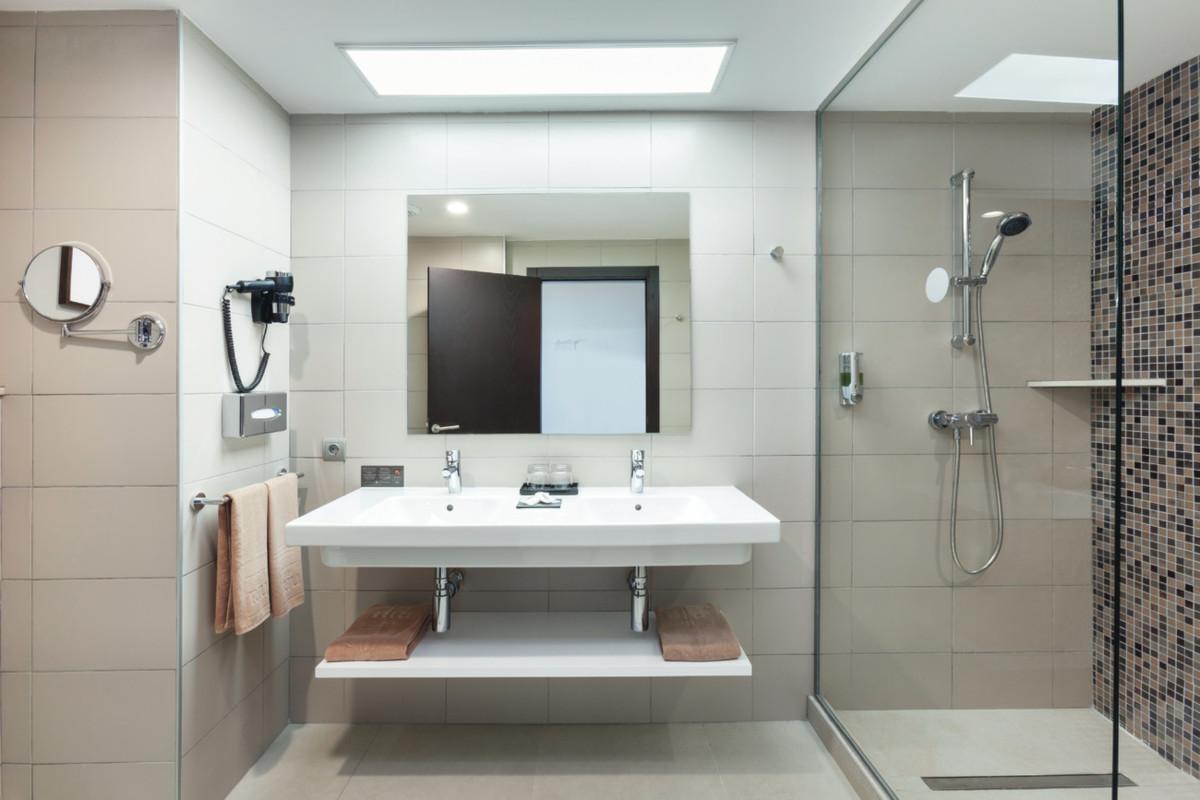 RIU Costa del Sol - dvojlôžková izba kúpeľňa