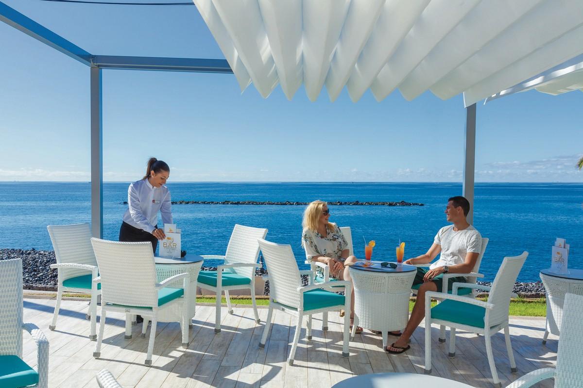 RIU Arecas - bar pri bazéne pri plážovej promenáde