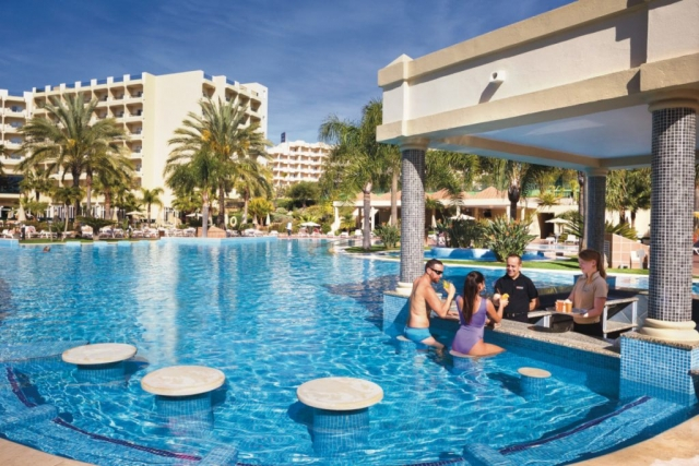 RIU Guarana - swim-up bar