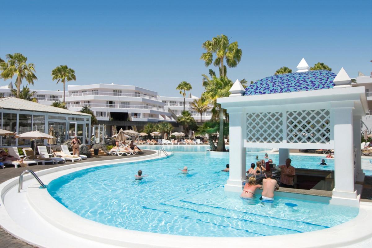 RIU Paraiso Lanzarote Resort - swim-up bar