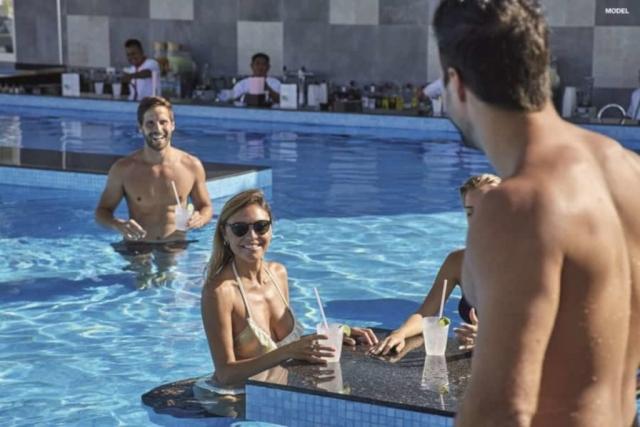 RIU Playa Park - Swim-up bar(model)